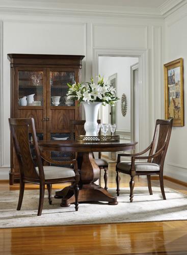 Classique pedestal dining table