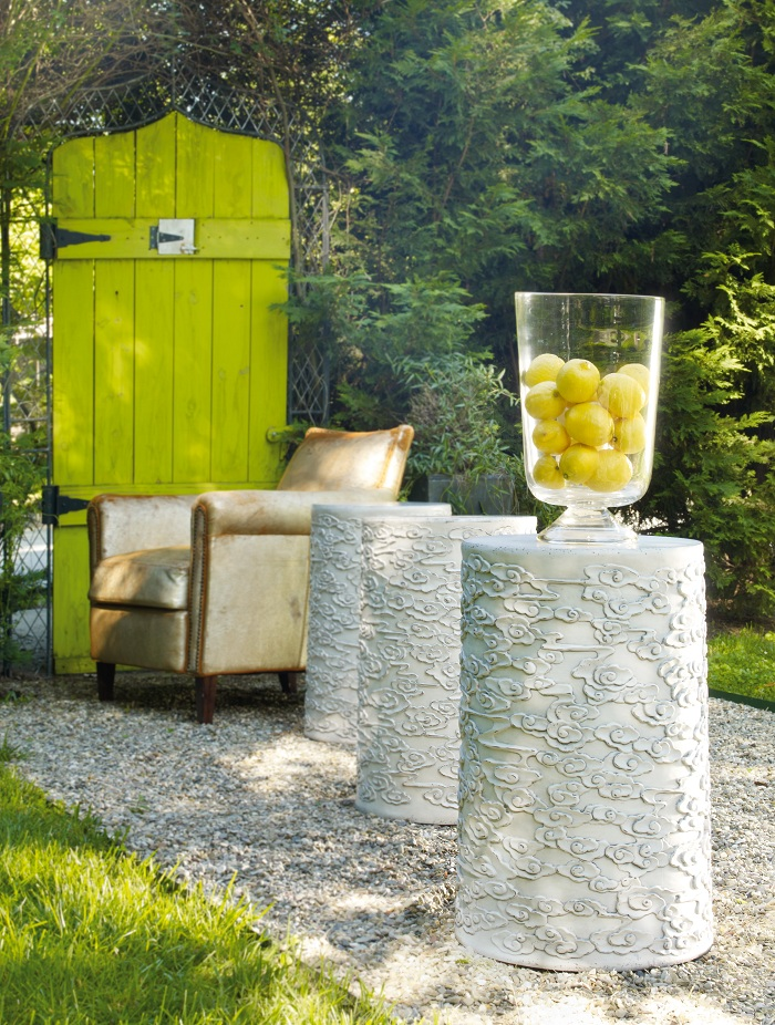 Line up Mélange flowered drum tables outside to create an even flow of indoor-outdoor entertaining settings.