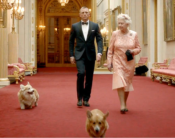 An unlikely team (Bond, Queen & a pair of portly pooches) spoof the 2012 Olympics.