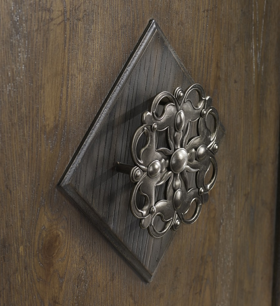 Hardware is inspired from Turkish medallion