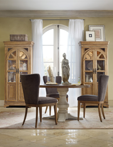 Chic Coterie round pedestal dining table