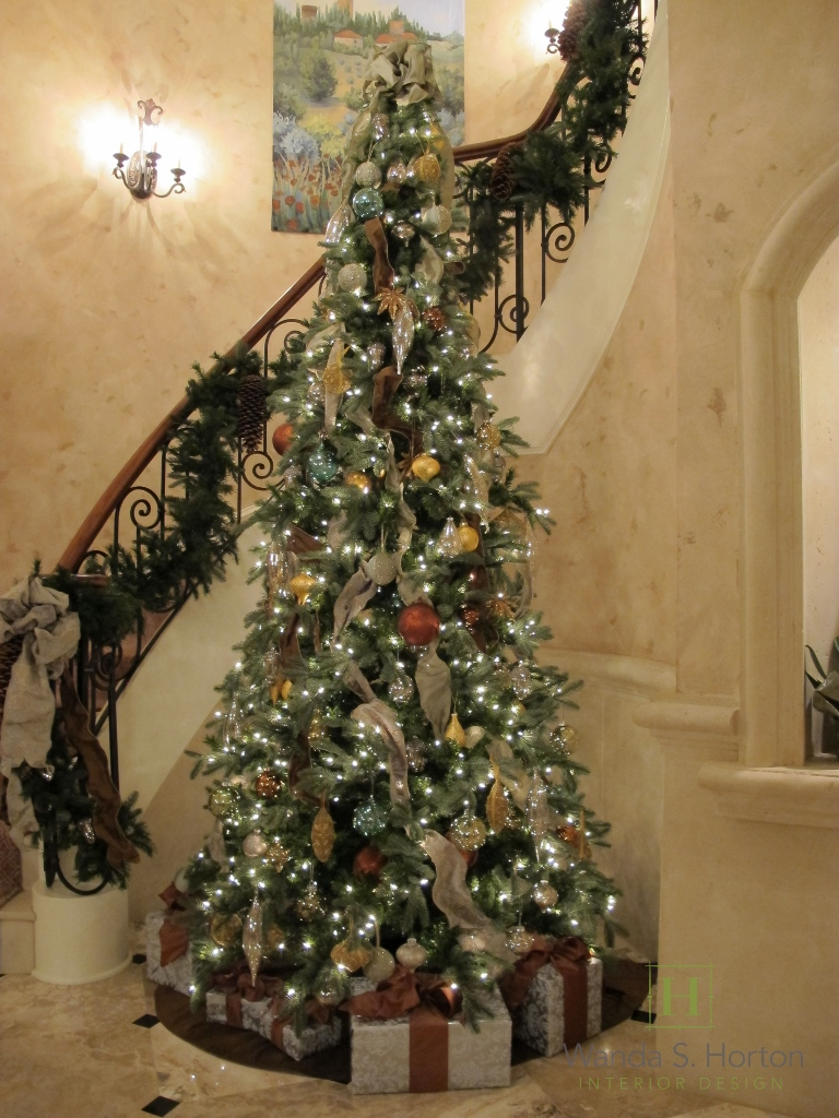 It's easy to create a beautiful tree and bannister when you have great architecture