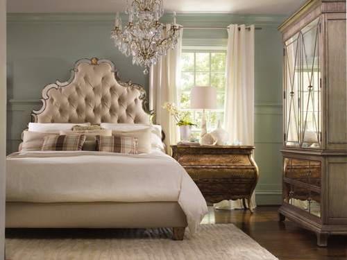 Can you imagine breakfast in a romantic bed like this?