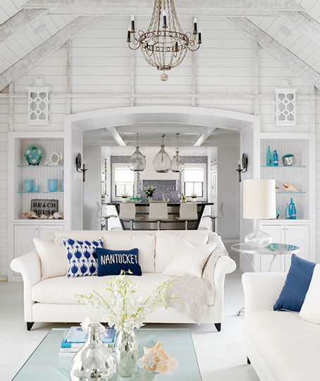 Blue creates a peaceful rhythm in this Nantucket cottage. Credit: BHG.com