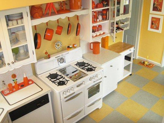 orange_kitchen_apt_therapy