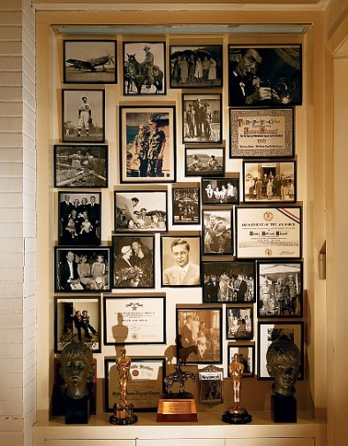 _1_JPEG_Oscars_in_Jimmy_Stewart's_library,_Mary_E._Nichols,_architecturaldigest.com
