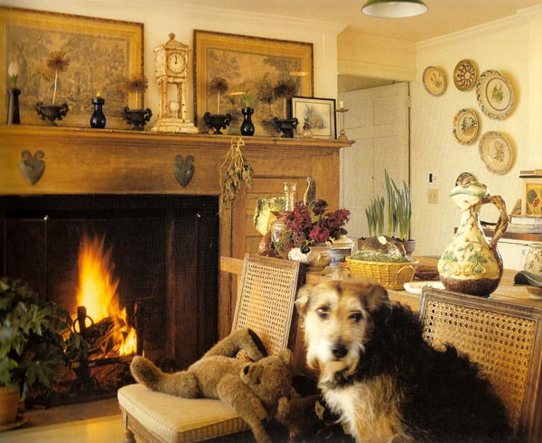 01_mantel_dog