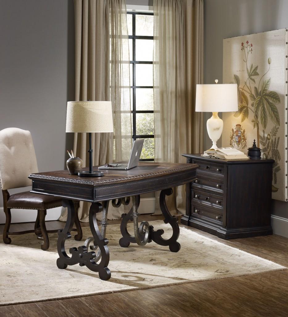 Treviso desk room