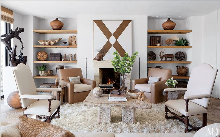 An eclectic mix of furnishings wraps this California living room in cozy cool style. Photot: Roger Davies, architecturaldigest.com