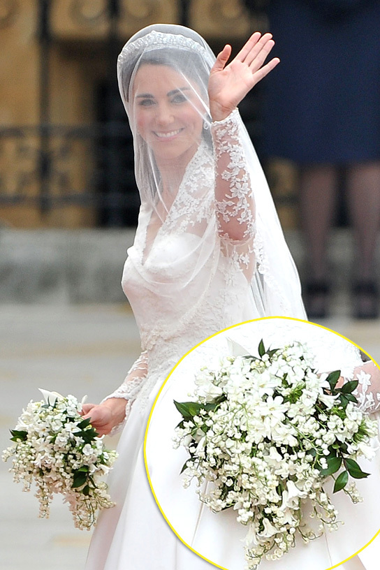 LONDON, ENGLAND - APRIL 29: Catherine Middleton waves to the crowds as her sister and Maid of Honour Pippa Middleton holds her dress before walking in to the Abbey to attend the Royal Wedding of Prince William to Catherine Middleton at Westminster Abbey on April 29, 2011 in London, England. The marriage of the second in line to the British throne is to be led by the Archbishop of Canterbury and will be attended by 1900 guests, including foreign Royal family members and heads of state. Thousands of well-wishers from around the world have also flocked to London to witness the spectacle and pageantry of the Royal Wedding. (Photo by Pascal Le Segretain/Getty Images) *** Local Caption *** Catherine Middleton;Pippa Middleton;